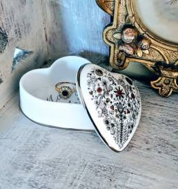 Marry me open trinket box with heart