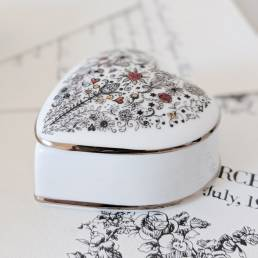 Marry me closed trinket box with heart