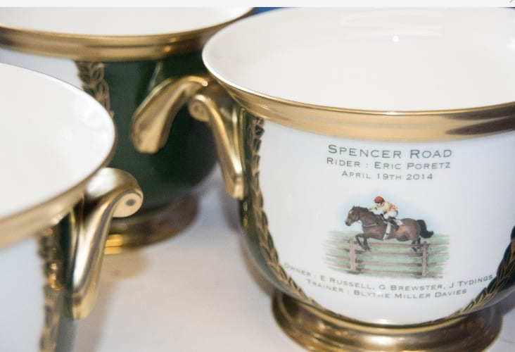 Cachepot decorated with horse racing painting and text